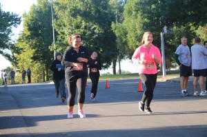 Kylie Sanders and Mallory Smith 5k Bull Run Warner Cow Chip Day